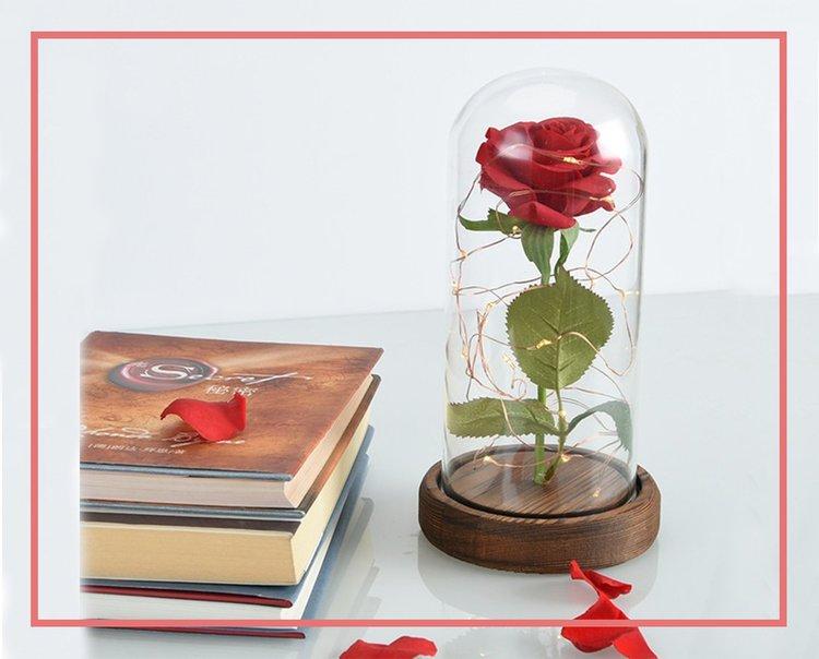 pour la f te des m res offrez lui un coffret de rose ternelle objets insolites. Black Bedroom Furniture Sets. Home Design Ideas