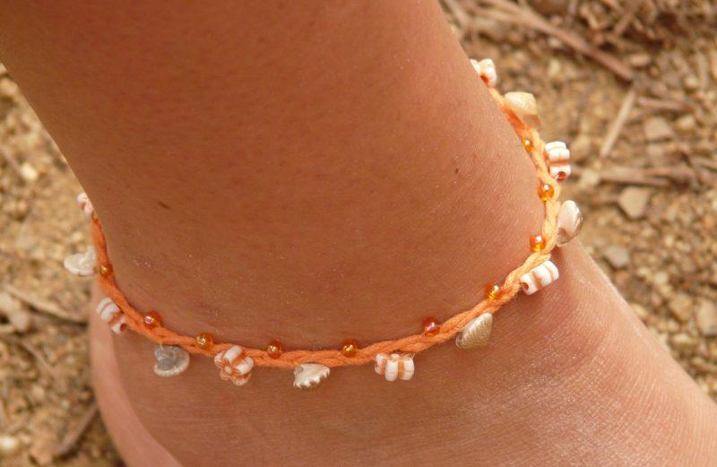Bracelet de cheville insolite pour femme
